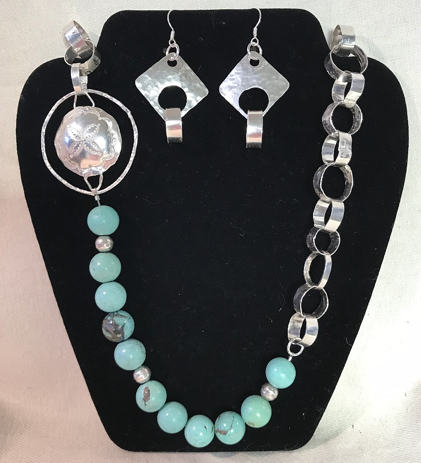 Wide Chain and turquoise by Lucy Valderhaug