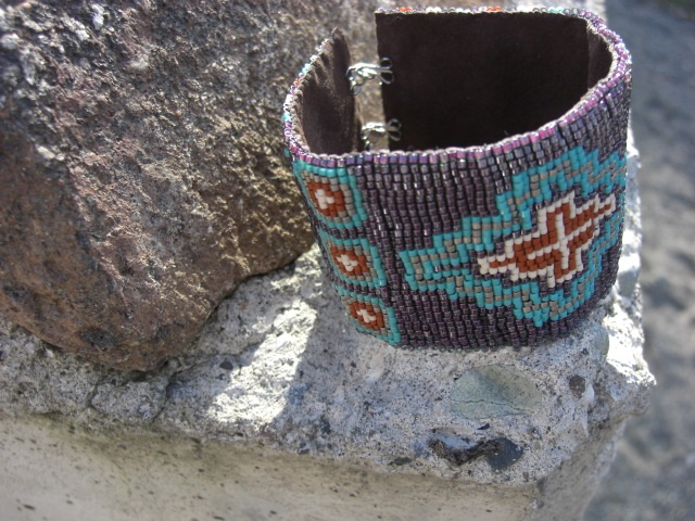 Las Cruces - Loom Bead Bracelet Pattern with a Southwestern Cross Detail.